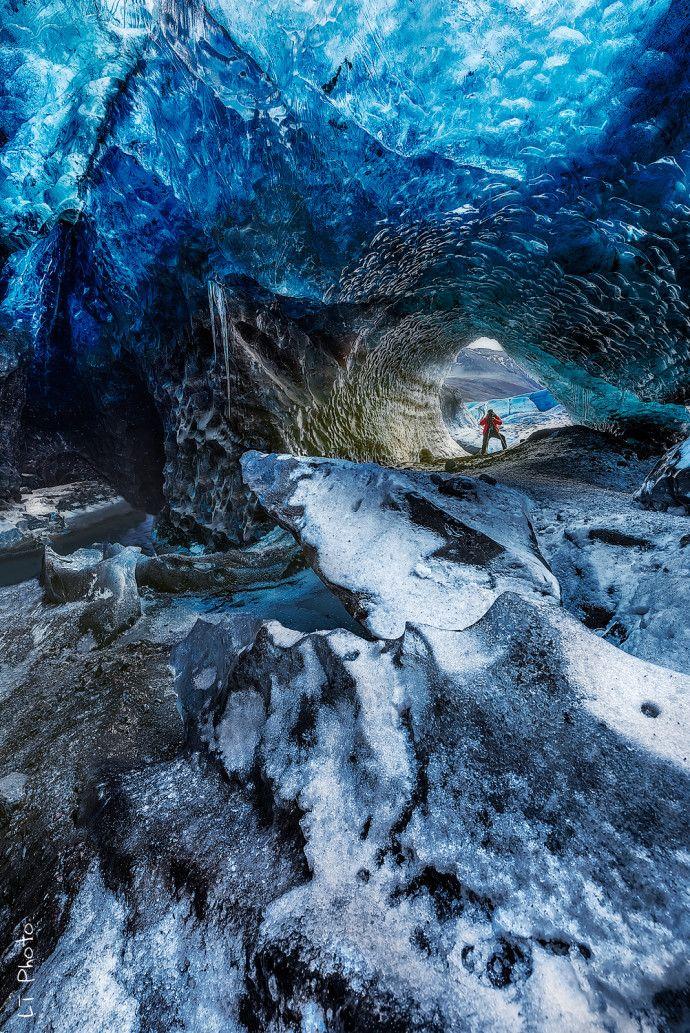 skaftafell-iceland-ice-cave-woe6