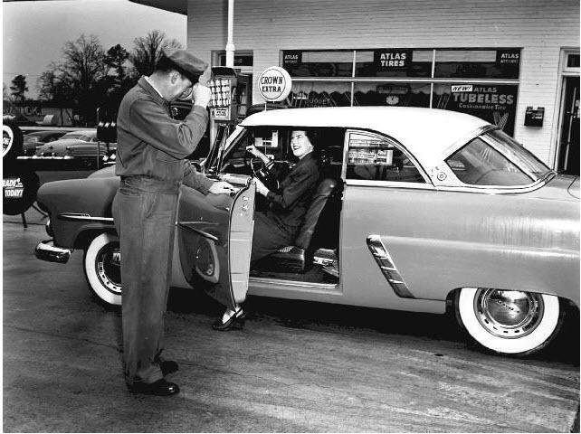 Vintage Gas Station: Vintage Service, Service Gas, Fillings Stations, Service Stations, Vintage Gas, Ford 1952, Gas Stations, Fillings Er, Gas Pumps