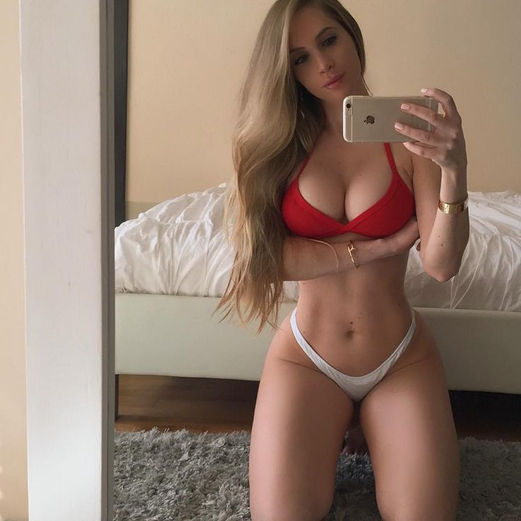 Sexy selfies with Amanda Elise Lee who has over 5 million hot selfies followers on Instagram alone.