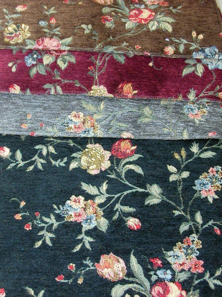 Virág mintás, gobelin hatású zsenília szövött bútorszövet. Színek: fekete, szürke, bordó, barna