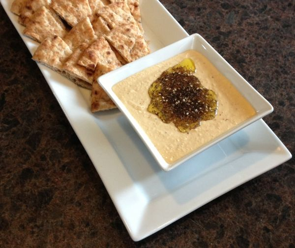 Hummus Recipe - A traditional Middle Eastern blend of chick peas,tahini, zatar and olive oil. | ethnicspoon.com