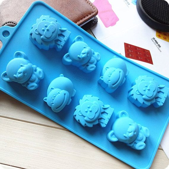 Hey, I found this really awesome Etsy listing at https://www.etsy.com/listing/171917251/cute-lion-hippo-bear-silicone-cake-mold