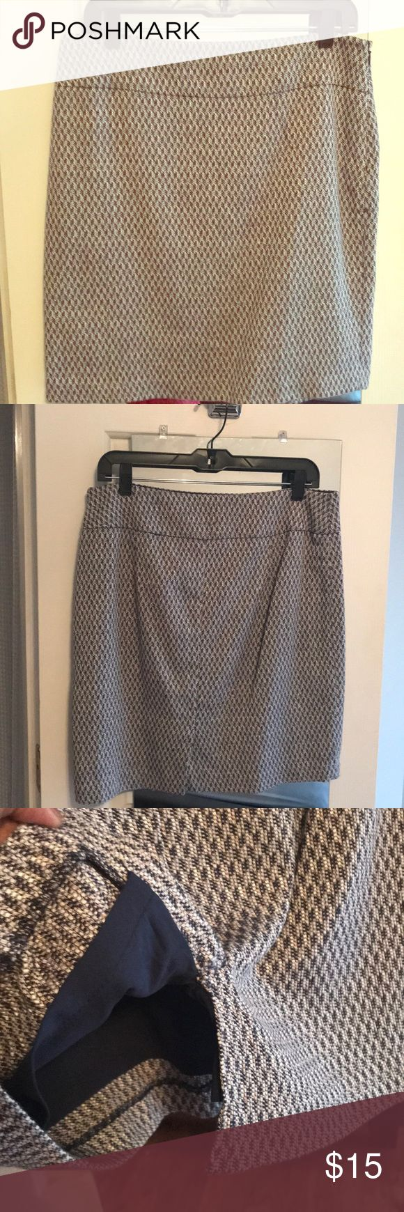 Short Pencil Skirt This woven pencil skirt is great for anytime of year! With touches of blue and khaki, you can pair with countless tops and create multiple outfits. The Limited Skirts Pencil