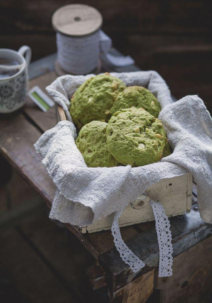 Mon amour pour le matcha n'est plus à prouver. Il a été une source d'inspiration pour créer une recette de muffins, de smoothie et maintenant de biscuits.