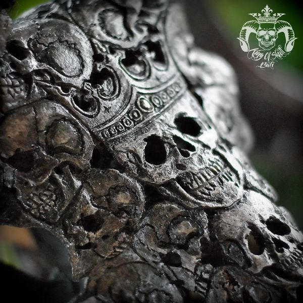 Hand Carved Ram Skull with Black King Of Skulls Patterns