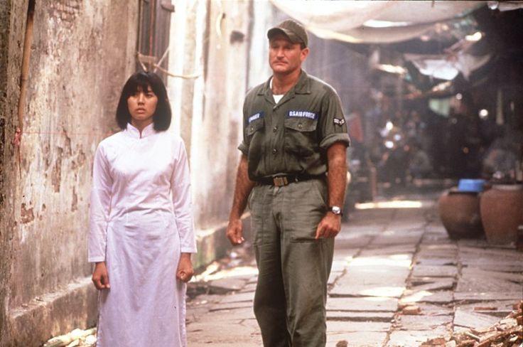 Adrian Cronauer (Robin Williams), Trinh (Chintara Sukapatana) ~ Good Morning, Vietnam (1987) ~ Movie Stills ~ #80smovies #comedies #moviestills #moviescenes