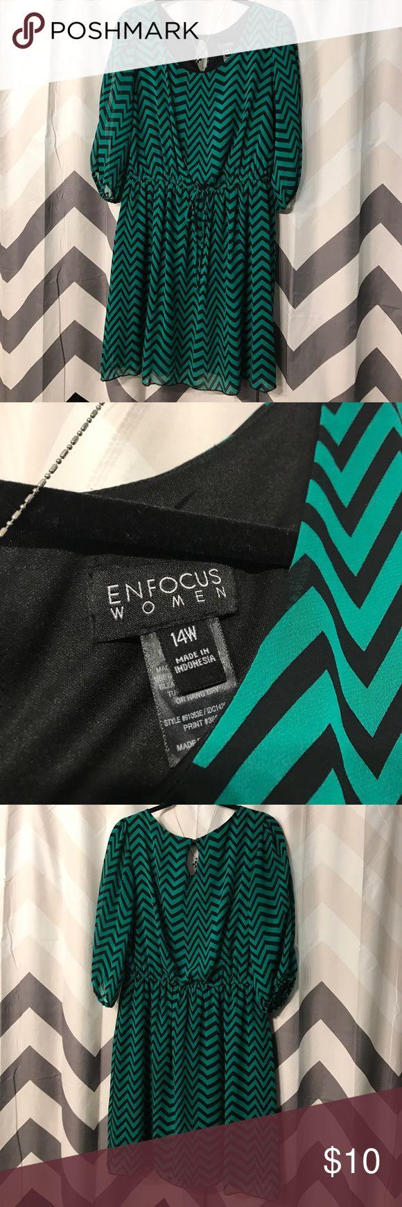 Cute chevron print dress size 14w Green/black chevron print dress with sheer sleeves Enfocus Women Dresses