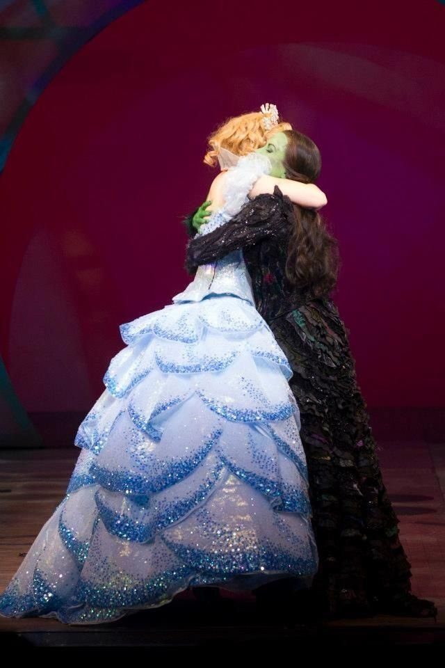 Kristin Chenoweth's final curtain call with Idina Menzel. :(