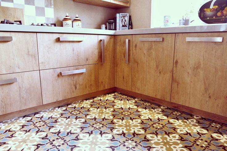 Marokkolais-tyylinen laatta keittiön lattiassa  Laatat ABL-Laatat