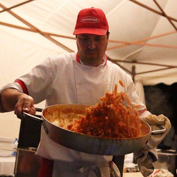 Pasta Zara Party a Rovato (Brescia). Volo di spirali. I nostri cuochi sono stupefacenti. Flight of pasta. Our chefs are amazing. #pastaparty #pasta