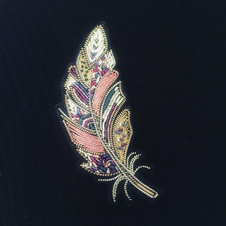 416 отметок «Нравится», 25 комментариев — Gold embroidery by Anna (@gold_embroidery_anna) в Instagram: «Новые перья готовы и совсем скоро разлетятся !!! А для заказа таких же пишите пожалуйста в Директ…»
