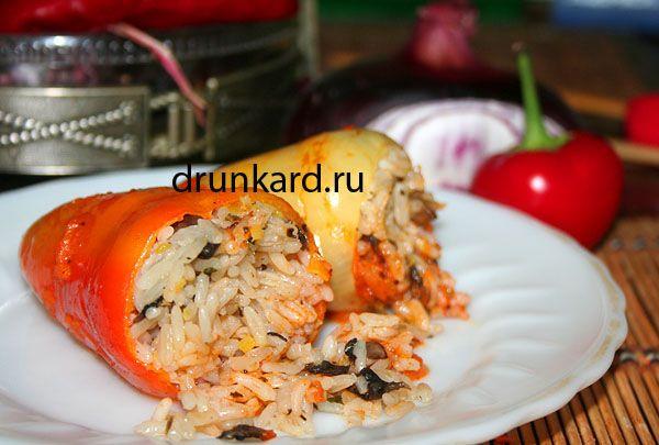 Перцы фаршированные рисом с грибами и пореем (вегетарианские)