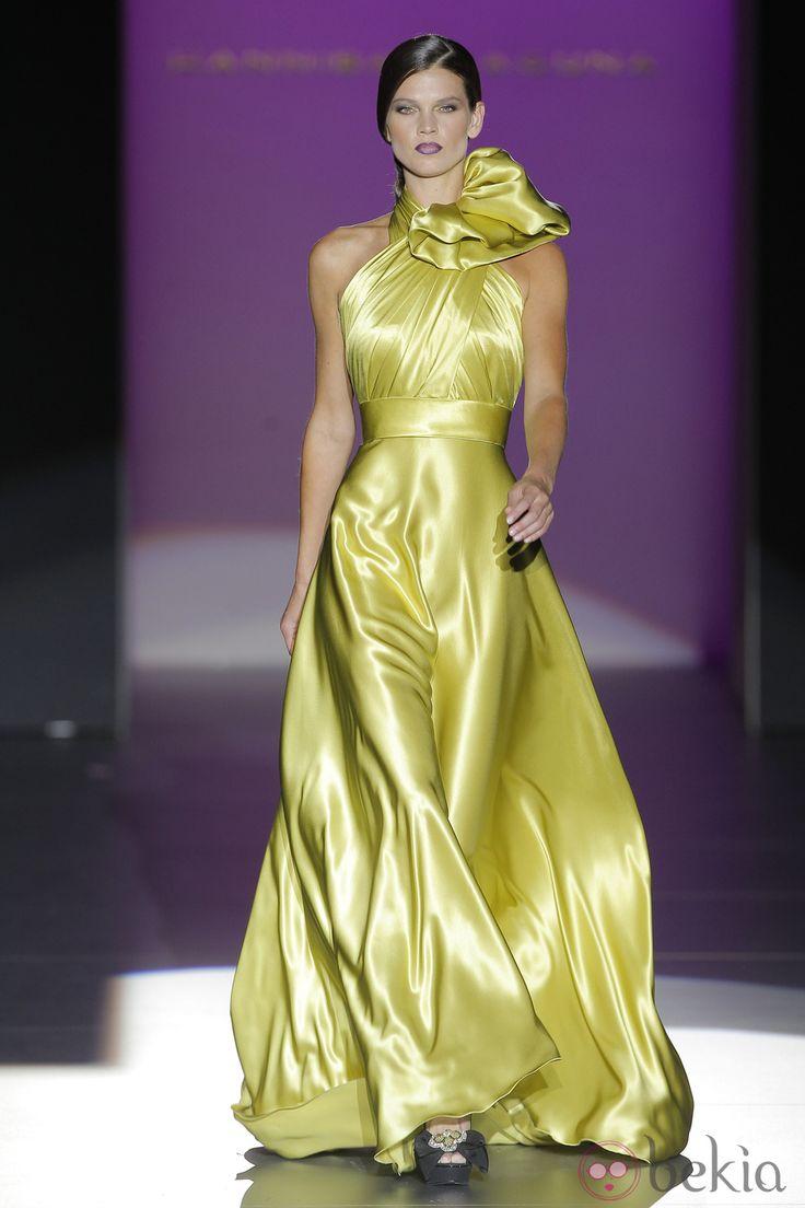 Chartreuse Color   Vestido de satén con lazo en el cuello de Hannibal Laguna, colección ...