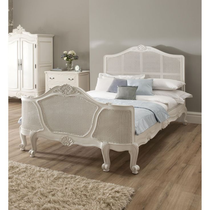 Decorating White Wicker Bedroom Furniture