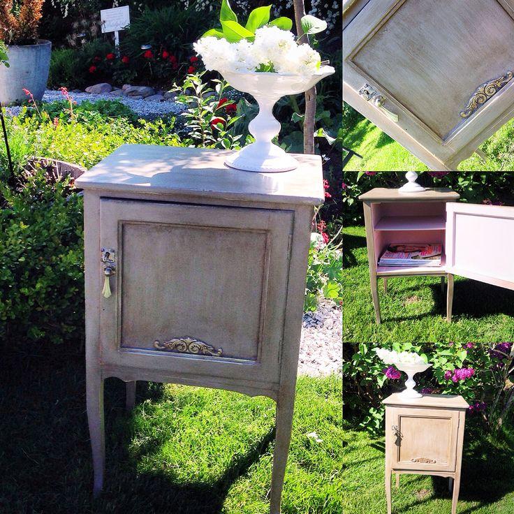 Ett ljuvligt, vintage nattduksbord i duckegg blue med rosa insida.  www.houseofrevolution.se