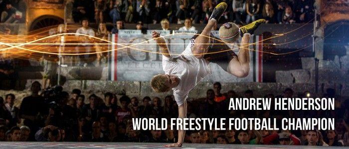 Démonstration de freestyle football avec le champion du monde Andrew Henderson à Londres.