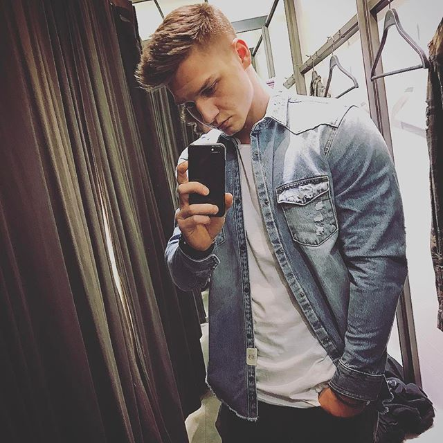 Wochenende 🙌🏻 @zisdue 🤤🤤 #me #weekend #fashion #jeans #jacke #zara #man #frühling #schweinfurt #würzburg #boy #follow #gains #zaraimmerXXL #flexfriday #shopping