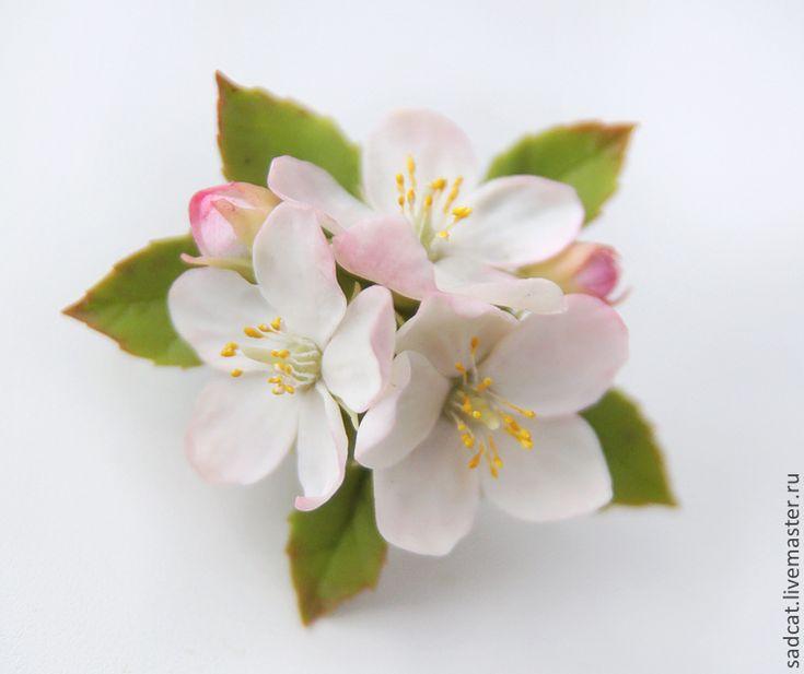 Купить Заколка (брошь) с цветами яблони - бледно-розовый, цветы в прическу, цветы в волосы