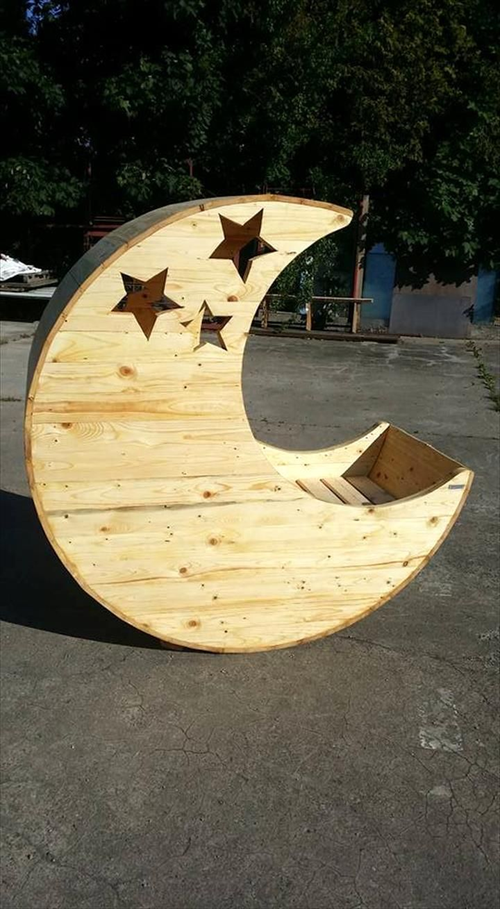 Moon Shaped Pallet Baby Cradle | 99 Pallets
