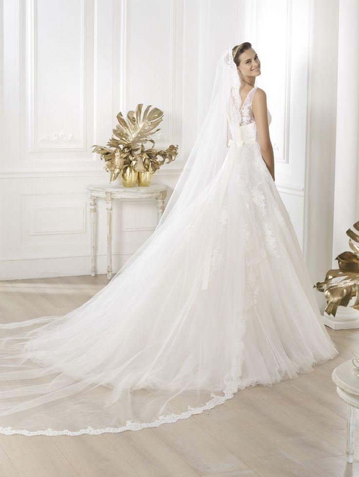 "Brautkleid Modell ""Lauris"" aus der Pronovias Brautmoden Kollektion 2014."