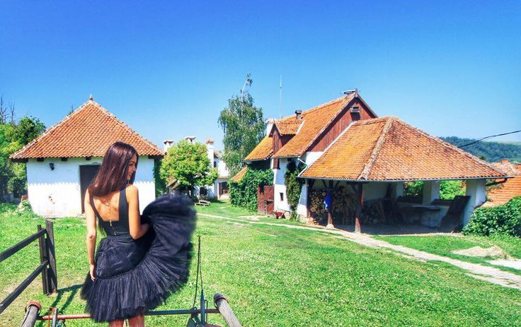The guesthouses from Miclosoara are simply amazing. We have never felt so good in Romania and the fact that everything is authentic, exactly as in our grandma's courtyard, makes us want to come back. But we'll do that as soon as the castle will be renovated, as we really want to spend the night in one of the towers!