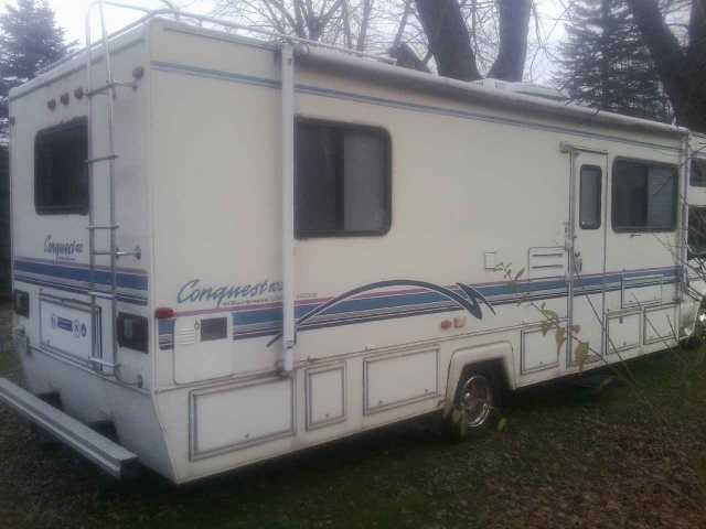 "1996 Used Gulf Stream Conquest 102 Class C in Ohio OH.Recreational Vehicle, rv, Runs and drives great! No ""check engine"" light nor codes. Excellent motorhome for full-timing or boondocking. Has the following amenities and options: -7,000 watt diesel generator with Kubota engine -Fully ducted A/C and propane furnace -110V / propane refrigerator -Leveling jacks -TV -Propane stove / oven -Large bathtub -Double-sized bed (they call it a ""queen""; I'm not so sure) -Apartment-sized stackable washer…"
