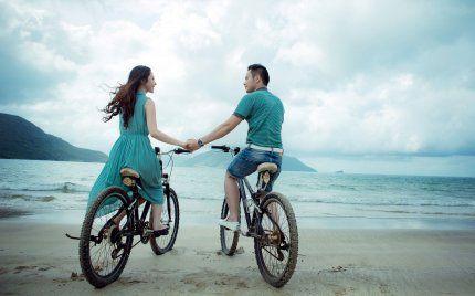 Не смотреть друг на друга, но смотреть в одном направлении - вот что значит любить.