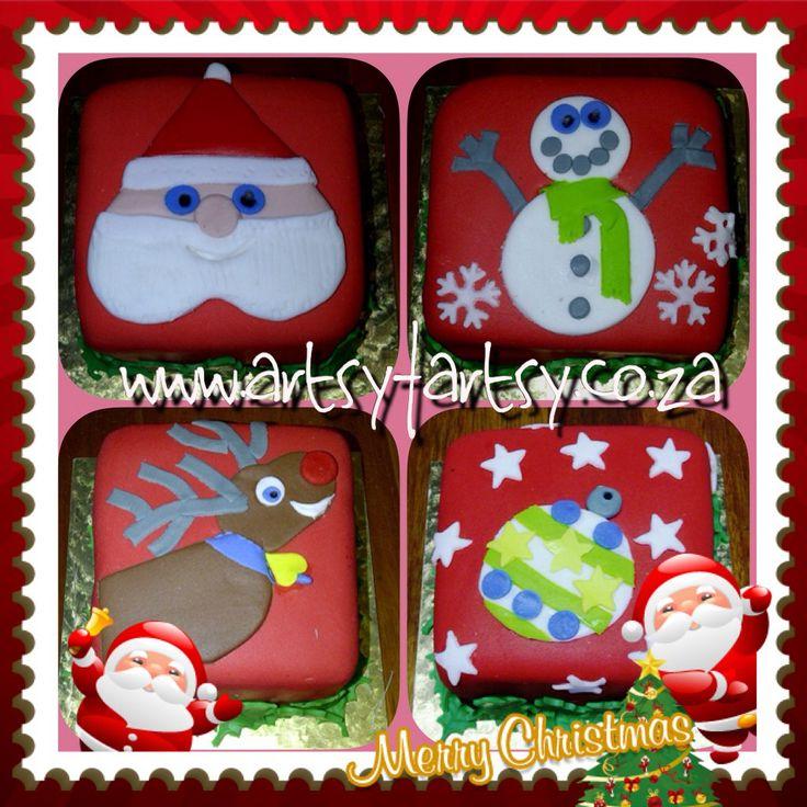 Decorated Mini Christmas Fruit Cakes #christmascakes #christmasfruitcakes
