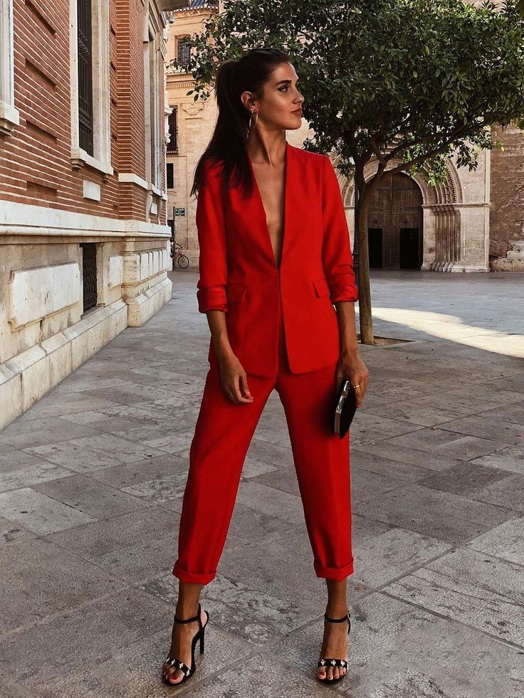 Red suit or white suit? Friday's decisions. Business Outfits, Office Outfits, Casual Outfits, Fall Outfits, Blazer Outfits, Red Fashion, Fashion Looks, Fashion Outfits, Womens Fashion