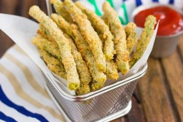 These Baked Parmesan Green Bean Fries are coated with a mixture of Parmesan cheese and spices, and then baked until golden!