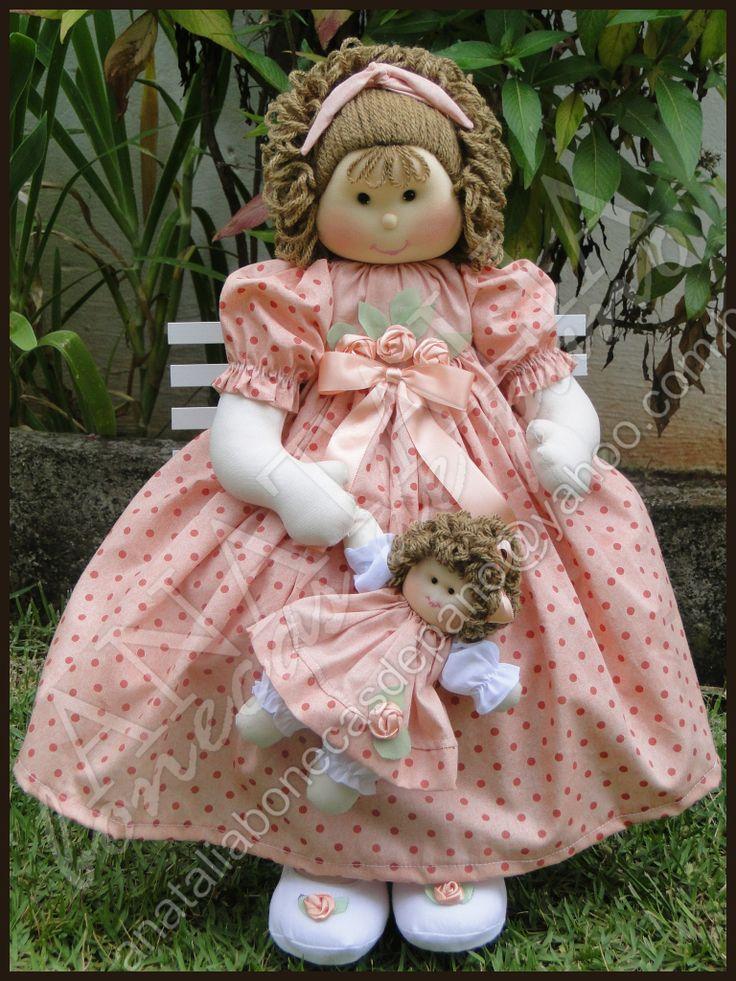Boneca com Bonequinha - 50 cm  CONTATO: anataliabonecasdepano@yahoo.com.br #boneca #bonecadepano #ragdoll #doll #pano #artesanato #quartodebebe #decoração #decoraçãoparabebe #decoration