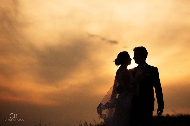 Sunset bridal session. Ślubna sesja plenerowa w górach. Fotografia ślubna http://annarenarda.com/