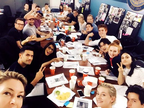 Riverdale cast - season 2 - madchenamick: The family has gathered Here we go for #Riverdale season2!! Our table read of eps 1,2&3 were EPIC you guys @thecwriverdale