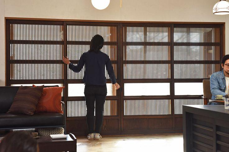 和製アンティーク 和モダンな雰囲気漂う裏ガラス入り格子戸(引き戸、建具)4枚セット(1)