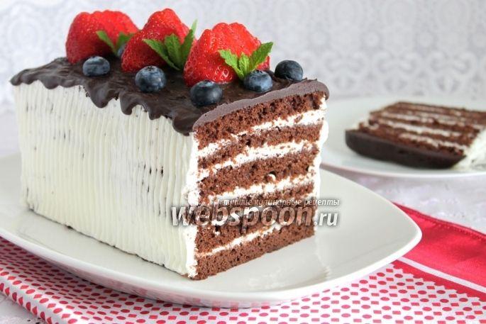 Готовим влажный шоколадный торт Обычно Брауни выпекается в форме и выглядит очень тонким. А я вам предлагаю сегодня сделать торт, для тех кто любит влажные торты. Можно коржи не пропитывать. Верх я сделала шоколадным, ну такой шоколадный торт не может быть без шоколада. Очень вкусно, нежно! Единственное, что есть одно условие для хорошей выпечки, все ингредиенты нужно обязательно взвешивать на весах. И шоколад для бисквита берём 70%.