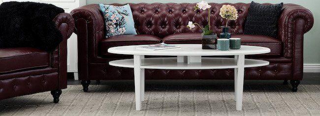 Klassiskt vitt ovalt soffbord.