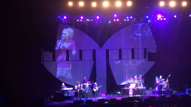 Dolly Parton Classic melody + here you come again live Blue Smoke Tour M...