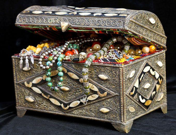Platino, diamante e perla nera. Nel forzino del 'pirata' Johnny Depp spunta l'anello per Amber. Pare che le nozze siano vicine