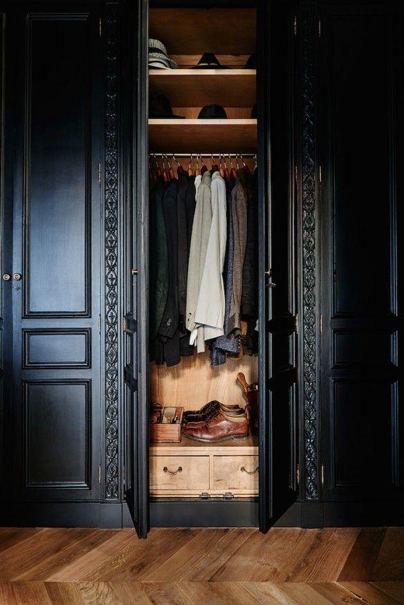 Moulures et Boiseries noires - Dressing noir et parquet ancien -★-