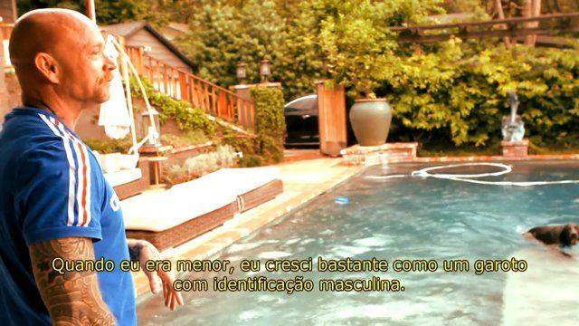 """Pride ! ;-) Buck Angel (Califórnia, EUA) é um transexual americano, produtor de filmes adultos, performer e ícone LGBT. Fundou a Buck Angel Entertainment, produtora de projetos de mídia. É militante, palestrante, educador e escritor. Como não se submeteu à cirurgia de redesignação sexual, criou um nicho único, chamando a si mesmo de """"o homem com vagina"""". Em 2008, atuou no papel principal do filme Buckback Mountain, que teve duas indicações…"""
