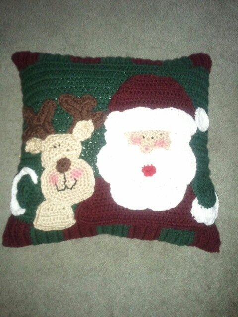 Reindeer Cushion Knitting Pattern : 39 Best images about Crochet Christmas Afghans And Pillows on Pinterest Cro...