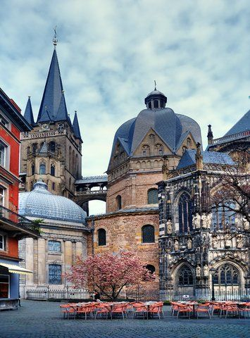 Aachen, Germany. Used to live here... Love this square. Sausalitos isn't far away! (Although I'm sure it's not there anymore, we were the single-handed support!)
