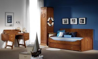 Mobiliario: Puedes optar por los muebles de madera natural y envejecidos, estilo rústico, con acabados naturales y sin pintar para que te remonte a los barcos y ese tipo de transporte marino. Un camino intermedio es el de optar por muebles decapados.