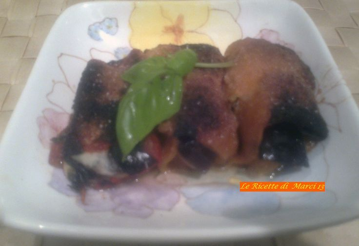 La ricetta di questi involtini di peperoni appetitosi proviene da un noto ristorante partenopeo e figura tra i piatti tipici napoletani.