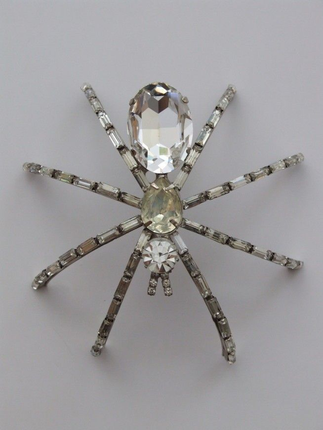 Vintage Butler & Wilson B spider brooch. Costume jewelry @ www.vivavintage.nl