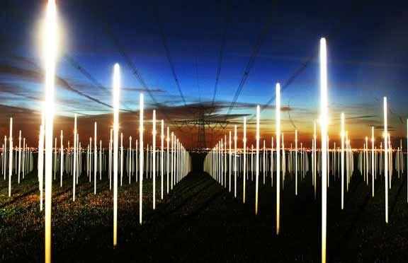 Hoogspanningskabels kunnen bijdragen aan landschapskunst met boodschap (kunstenaar : Richard Box, 2008)