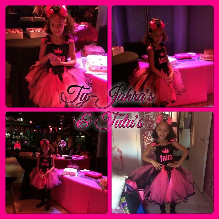 Prinses Jaira was het middelpunt van haar feestje in de Glitter Neon Crunchy tutu met customized mouwloze tshirt   Kun je nog vaker wauw zeggen? Wauw wauw wauw!!!  * opdruk dankzij @jdsparklingdesigns JD Sparkling Designs  Have Fun & Enjoy! @tyjahrastutus