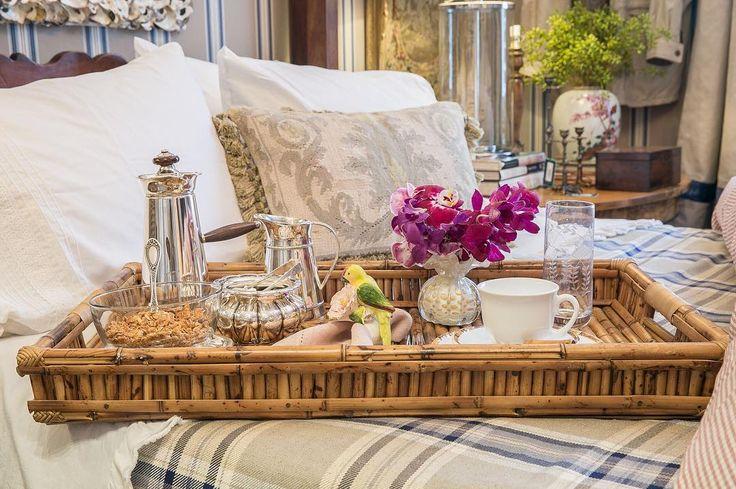 """595 curtidas, 3 comentários - Giselle Bassi (@la_table_de_giselle) no Instagram: """"Bom dia! Esse friozinho é perfeito para um café na cama. Quarto: @entreposto  Acessórios da…"""""""