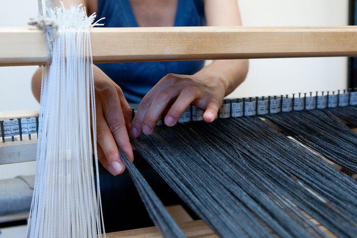 Le varie fasi della tessitura a mano. #artigianato #madeinitaly #madeintuscany