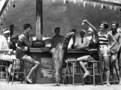 maudelynn: Hanging out on the Venice Beach Pier c.1924Beach 1924, Venice Pier, Vintage Los, 1924Venic Pier, Pier 1924, Venice Beach, Vintage Photography, Los Angels, Beach Pier